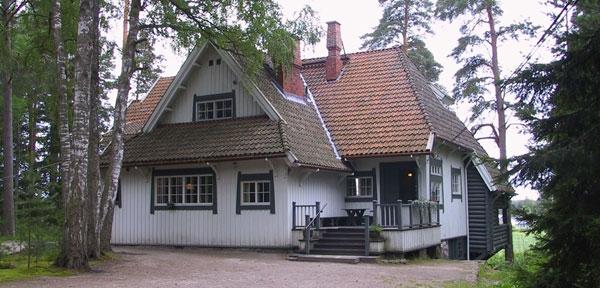 ヤルヴェンバーのアイノラ荘